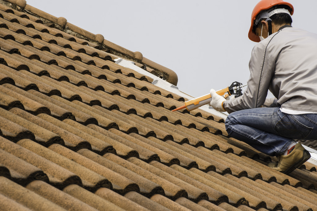5 Ways To Tell If Your IN Roof Needs Repairing or Replacement